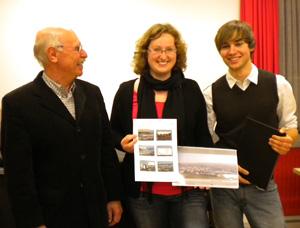 Foto (privat): Erwin Kurz dankt Annika Graessle und Dennis Dressel