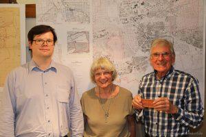 Eberhard Keller, Erika Porten und Siegfried Erb bei der Vorstellung der neuen Ausstellung in der Heimatstube