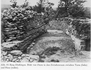 Die Dischinger Burg: zwischen Turm und Haus. Foto von der archäologischen Grabung 1952 unter Dr. Gerhard Wein