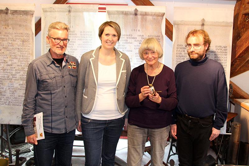 Alfred Höritzer (Gestaltung der Ausstellung), Cornelia Kittlick (Pressesprecherin des Heimatkreis), Erika Porten und Reinhard Müller (begleitender Historiker)